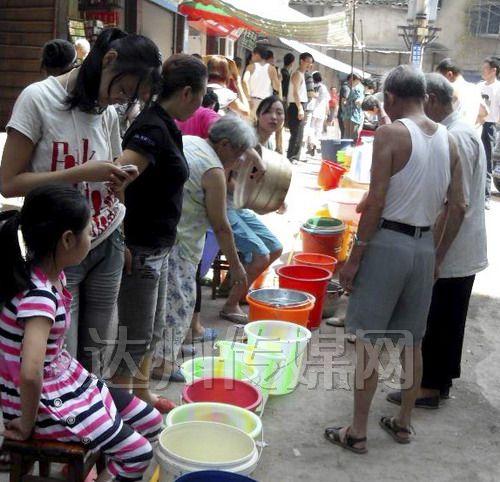澳门金沙线上娱乐三汇镇居民取水点取水