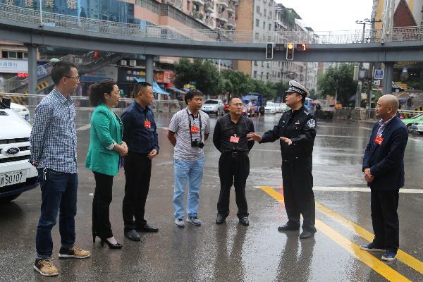 人大代表、政协委员调研达城道路交通现状