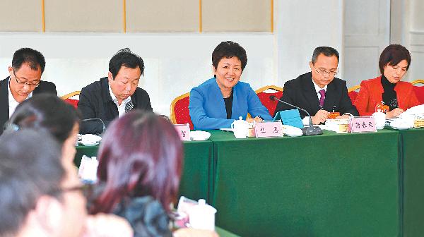 市委书记包惠参加民革界、民盟界、农工党界小组讨论