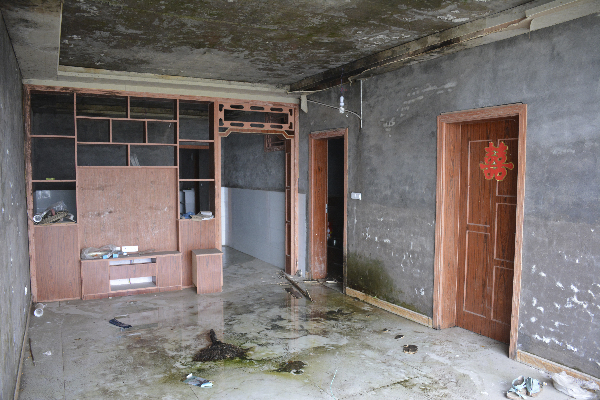 石桥六旬老灰工后悔买房走了眼 于3·15向本报投诉