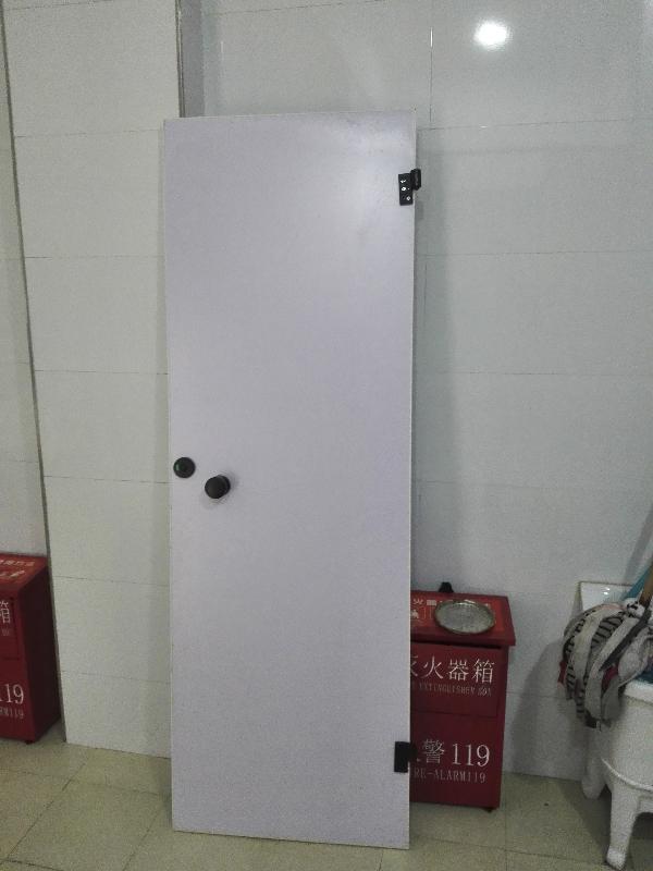 滨河游园宾馆式公厕开放不到半月多处被损坏