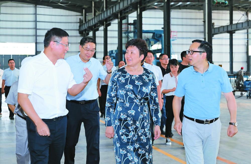 包惠:做强汽车及配套产业 推进经济高质量发展