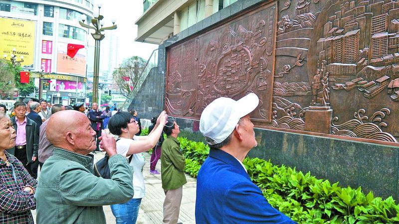 """21.6米长浮雕文化墙亮相!达城""""春熙路""""再添独特匠心景观"""