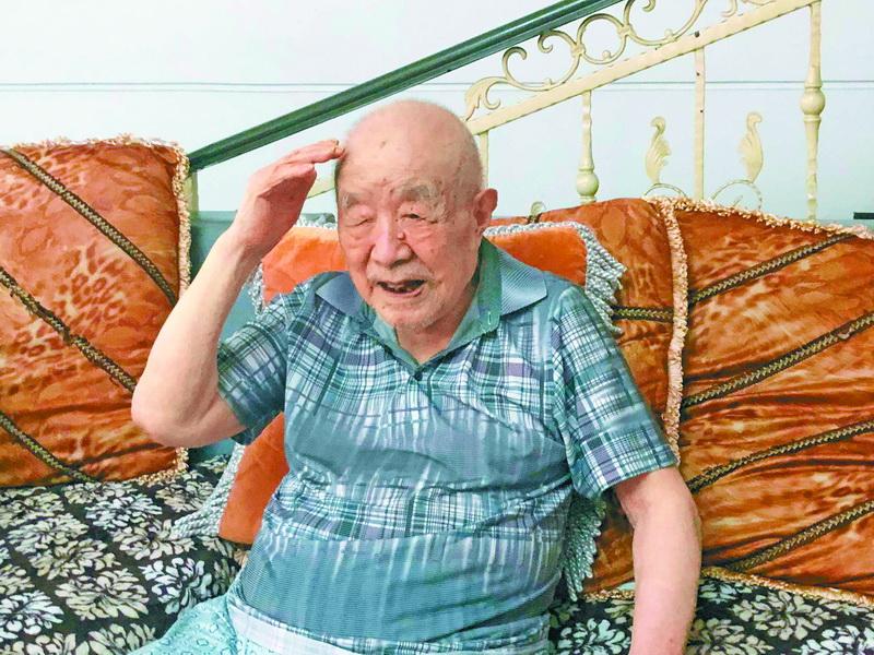 致敬 !老红军卢炳发迎来百岁生日