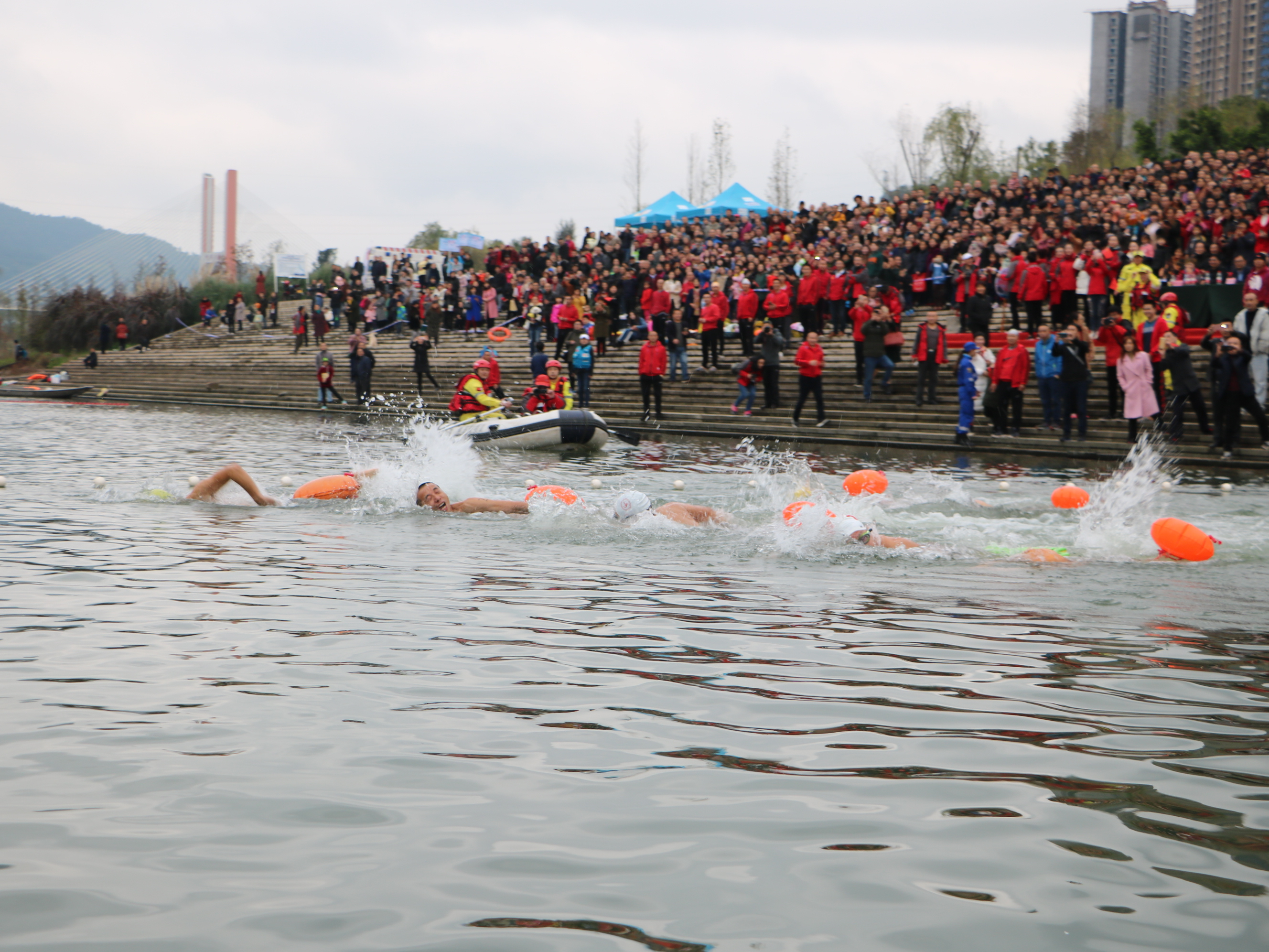 """达州市举行2018年""""畅游州河""""全民健身冬泳活动"""