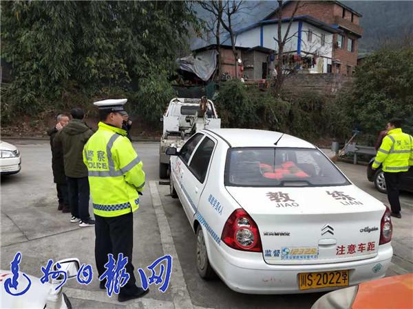 教练开脱保车上路教学员被抓现行 莲湖驾校三辆教练车被暂扣