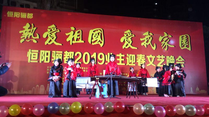 团包梁社区与御景上城、恒阳富丽数千住民共迎新春