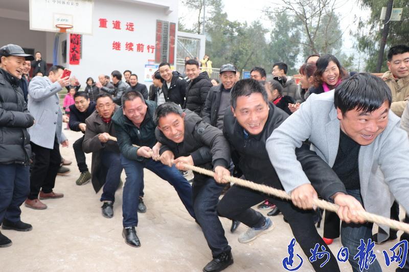 举行春节活动会显现村民新风采