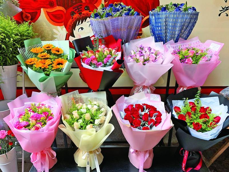 """新春佳节催热""""浪漫经济""""!玫瑰称霸达城鲜花市场 价格飙升约三倍"""