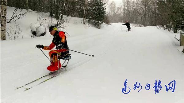 江陵小伙全国残运会冰雪项目摘银