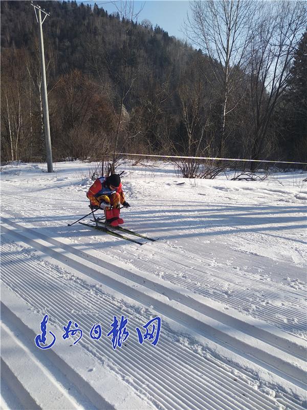 达州小伙杜天7.5公里越野滑雪摘金