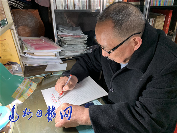 退休20年创作300万字 年近八旬老人想实现他的电影梦