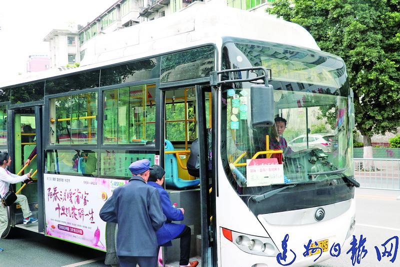 我天!102路城乡公交候车时间超1个小时,市民建议将18路公交首末站设在东岳