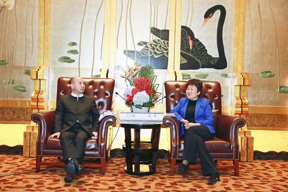 包惠在蓉会见正威国际集团客人