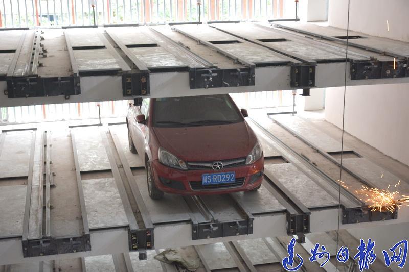 """人下车 汽车""""智动""""找车位!达竹煤电公共停车场今起试运行"""