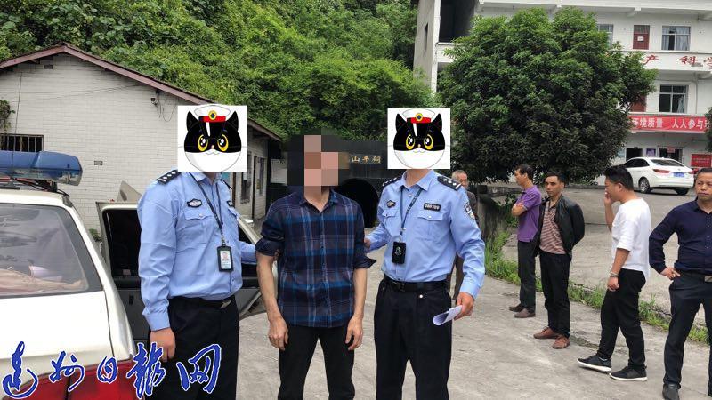 交警设卡检查 大竹男子驾摩托暴力冲卡  撞倒撞伤交警逃逸