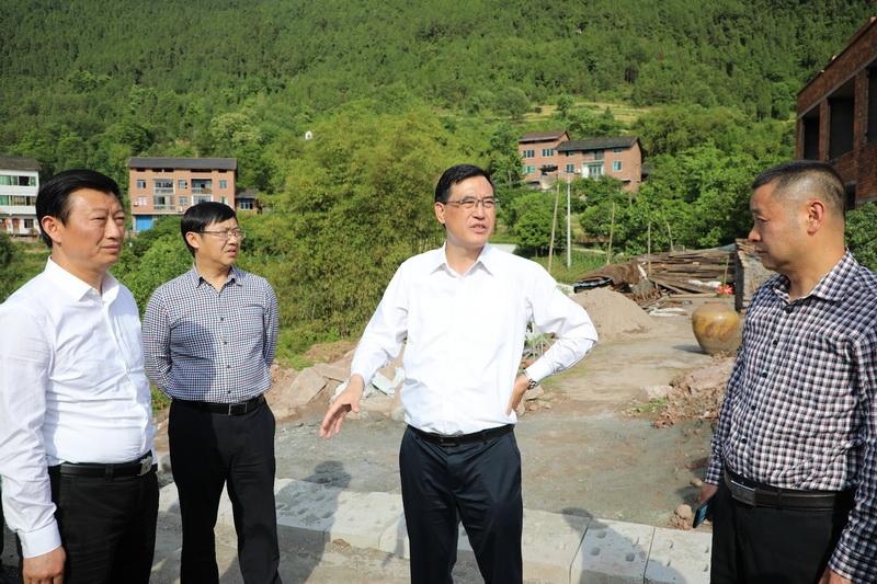 郭亨孝暗访督查主城区城市管理突出问题整改情况