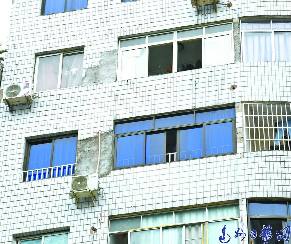 來鳳路原五金廠綜合樓外墻掉磁磚社區:大多住戶和租戶不出錢導致維修無法實施