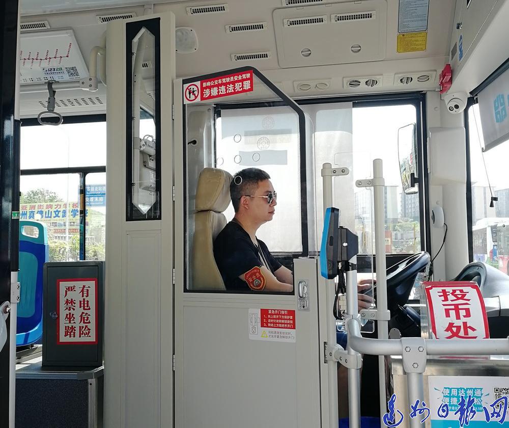 安心!达城已有9辆公交车试装安全隔离门,11月30日前将全部安装完成