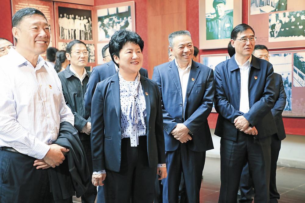 包惠率领市级领导干部开展革命传统教育