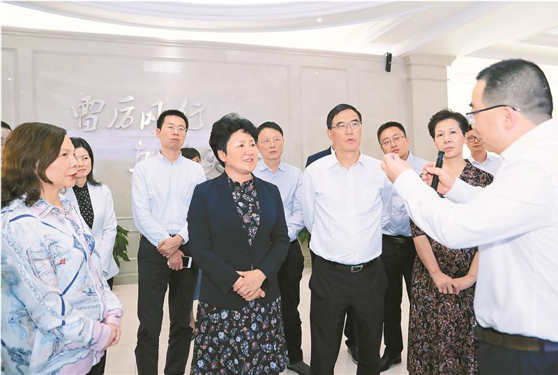 包惠率达州党政代表团到成都市青白江区考察