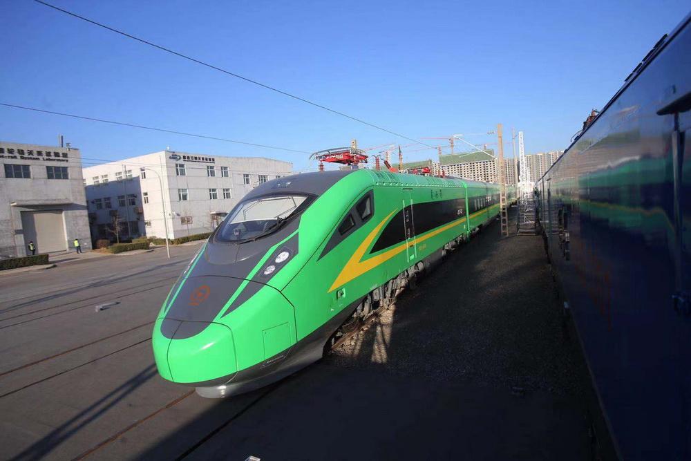 """达州到重庆、巴中的动车即将开行?""""绿巨人""""动车组驶经达州到巴中引发市民猜想……"""