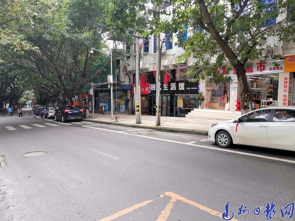 中心城区停车收费新标准实施,记者走访发现,部分停车场暂停包月服务