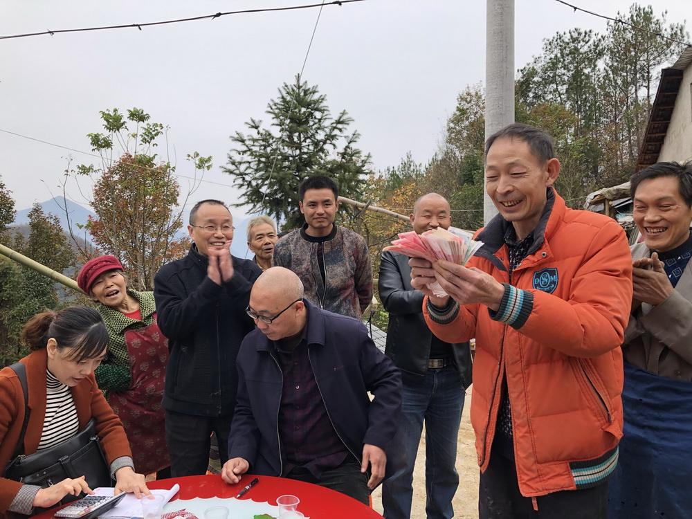 万源市大竹镇朱溪沟村依靠中药材产业实现整村脱贫