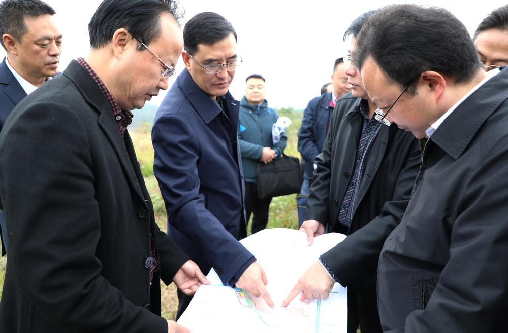 郭亨孝实地调研二工业园区推进工作