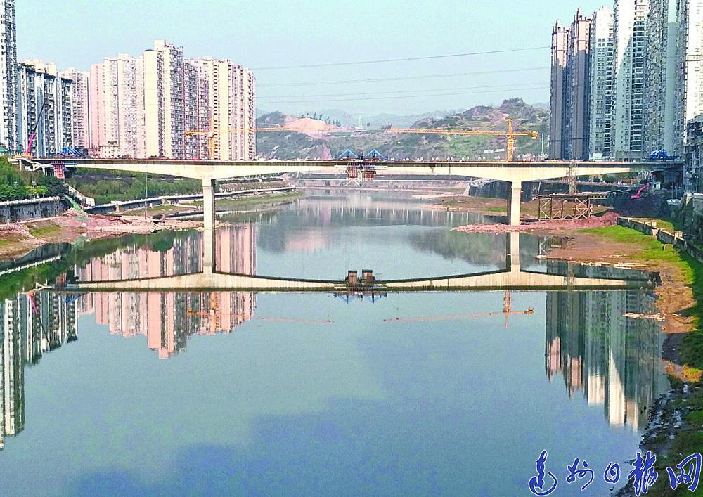 """一桥飞架""""南北""""野茅溪大桥昨晨合龙"""
