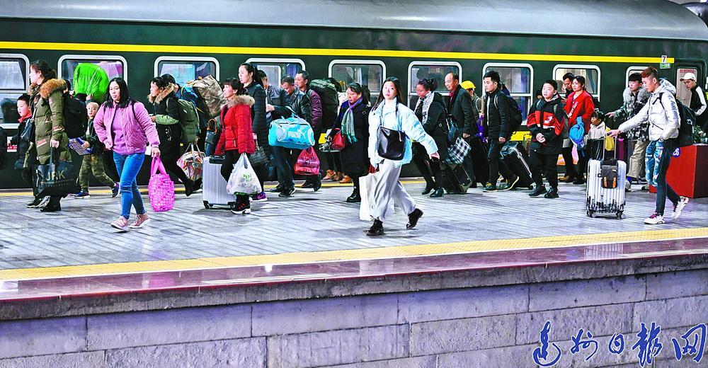 回家!5万人 达州火车站昨日进入返乡客流高峰