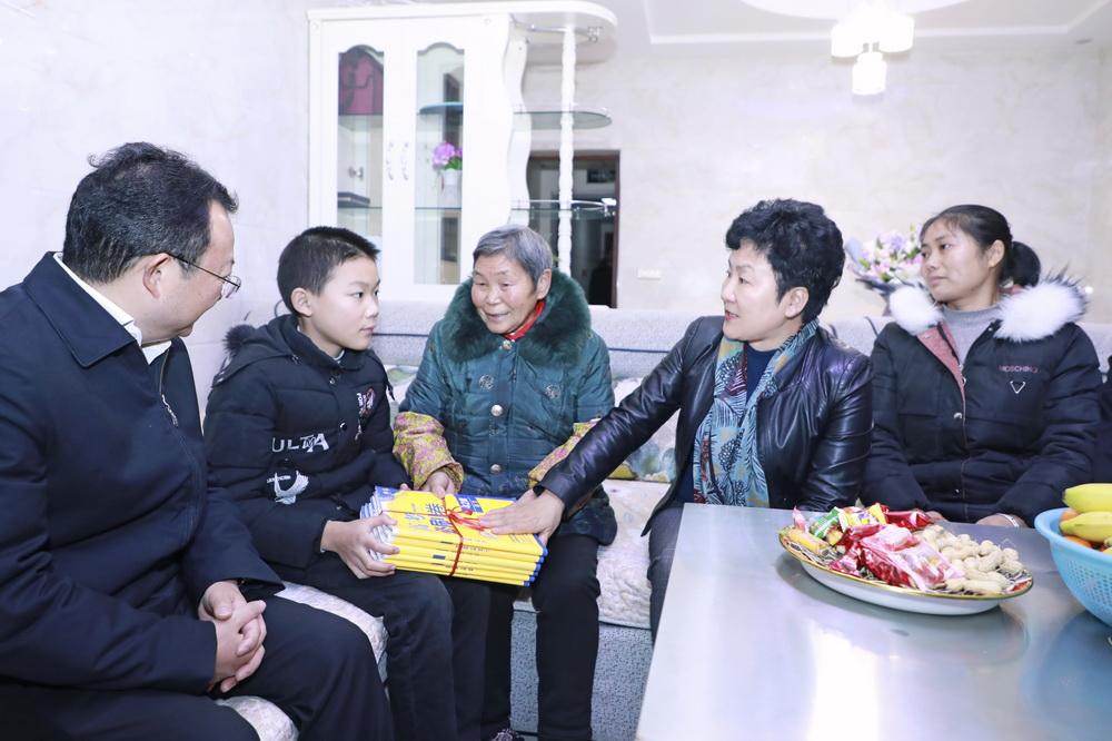 春节前夕 包惠到大竹县慰问调研