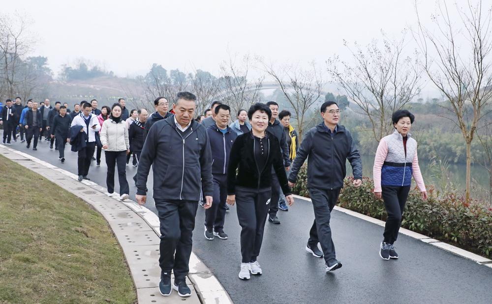 达州举行2020迎新春环莲花湖健步走活动