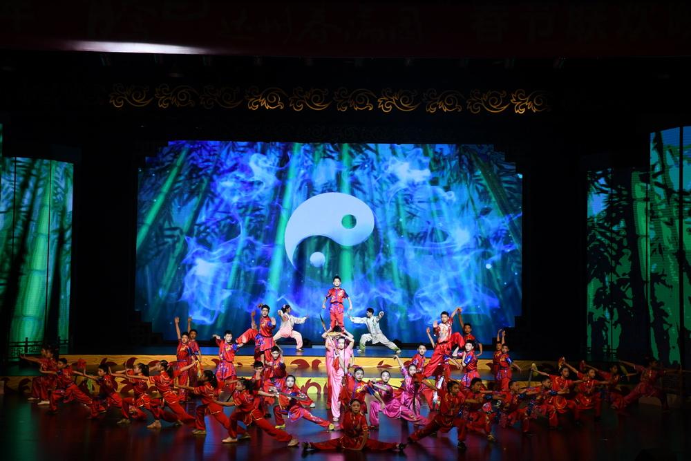 最具达州味的春晚浓情上演!《中国好声音》庾澄庆组学员段欣芮演唱《逛达州》