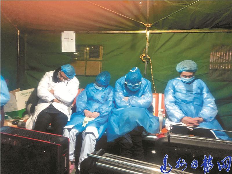 """西区""""战事""""(上)——访达州市中心医院防疫一线的医护人员"""