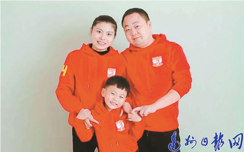 """面對來勢洶(xiong)洶(xiong)的疫情,萬源(yuan)這兩對""""夫(fu)妻(qi)檔""""逆向(xiang)同行"""