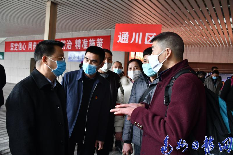 達州248名農民工搭乘專列前(qian)往浙江紹興復工