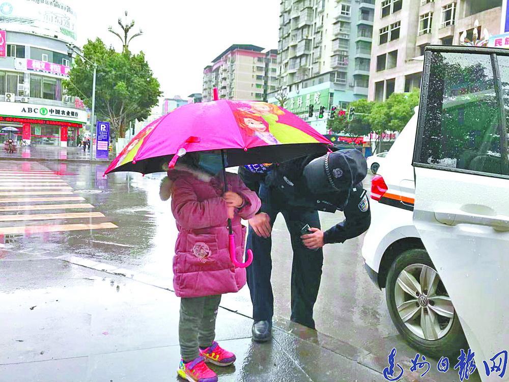 接警处警、为隔离的群众送菜……!开江58岁民警张承亮连续在岗32天