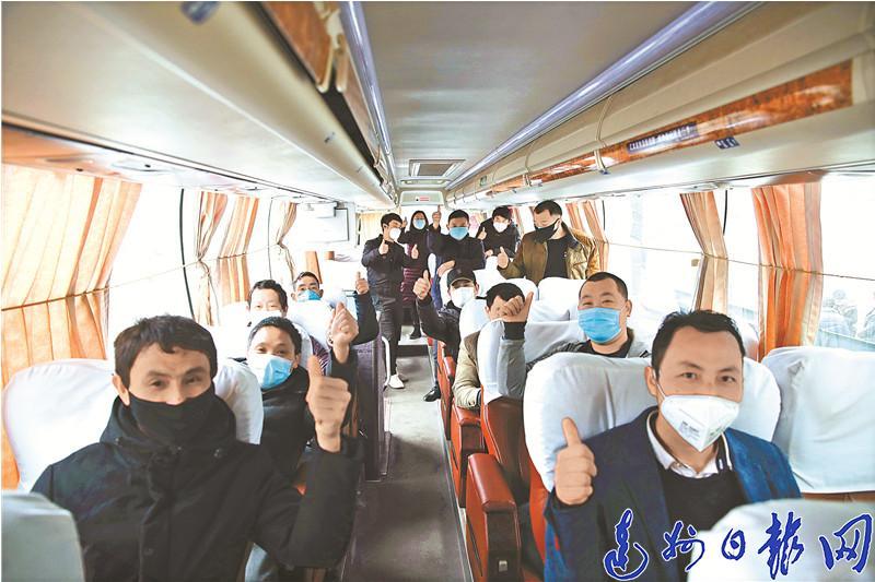 宣漢33名網絡招(zhao)聘農民工乘專車赴舟(zhou)山就業