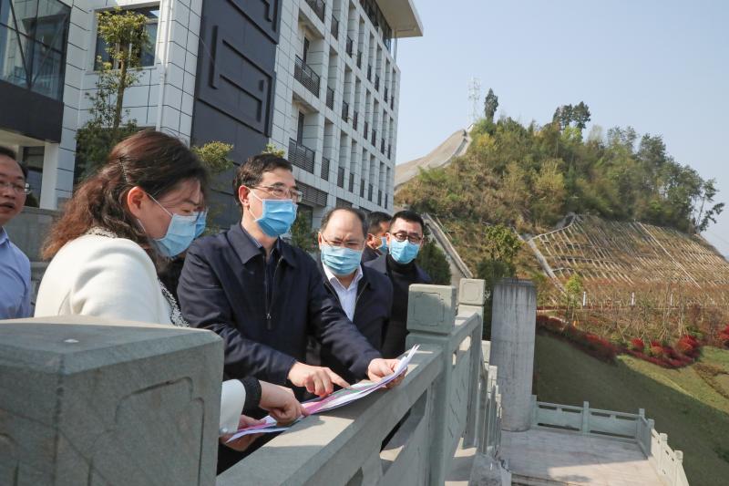 郭(guo)亨孝赴達州中(zhong)醫藥職業學院(yuan)調研