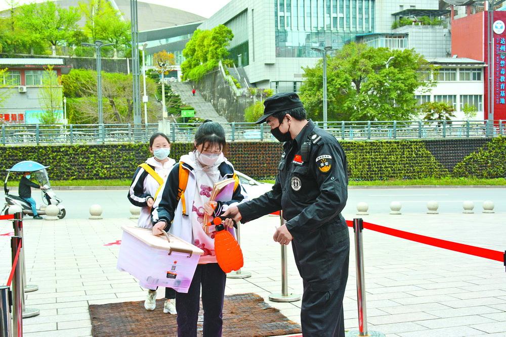 高(gao)三年級今日開學(xue) 學(xue)校已做足準(zhun)備!