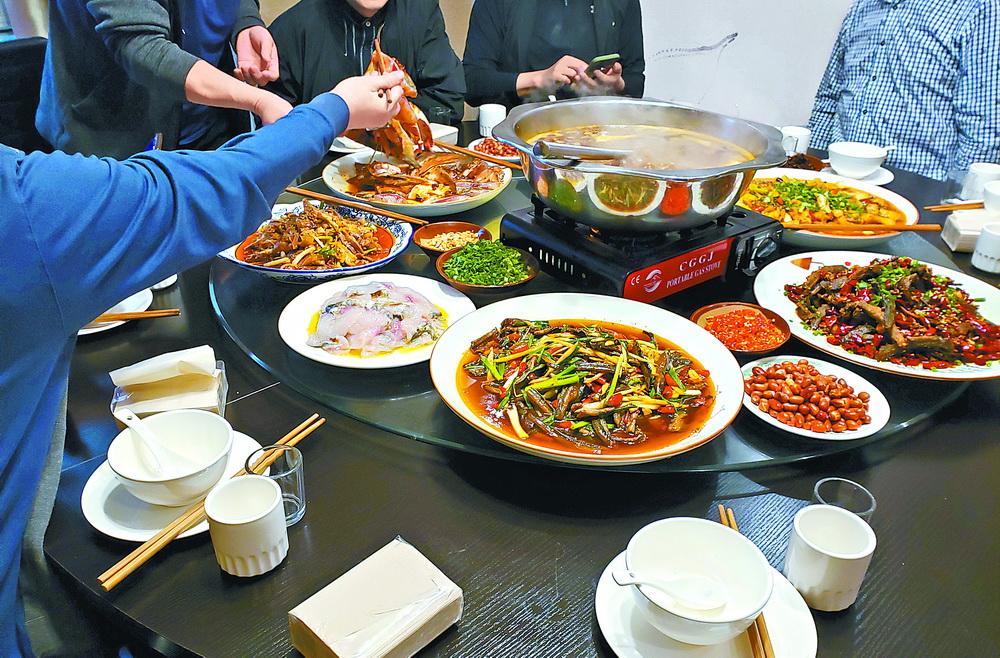 疫情之下改掉舊習!使用公筷漸成市民就餐新風尚