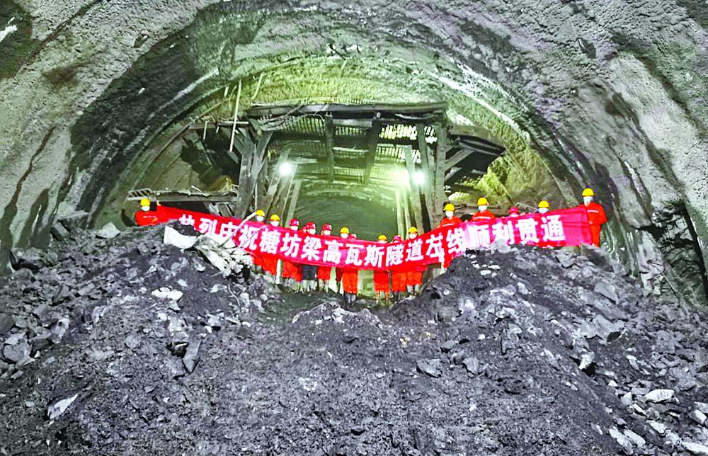 """首个高瓦斯隧道贯通,巴万高速建设开启""""加速度""""!"""