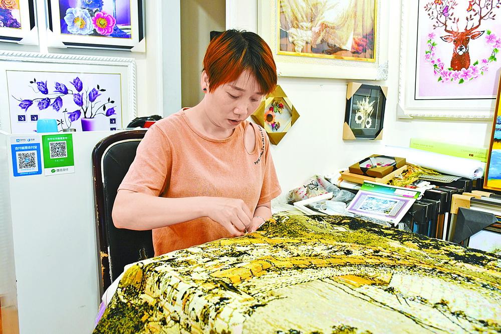 达州绣娘功夫巧,一幅十字绣最高卖到3万元