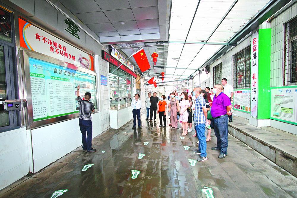 达川中学举行家长开放日活动