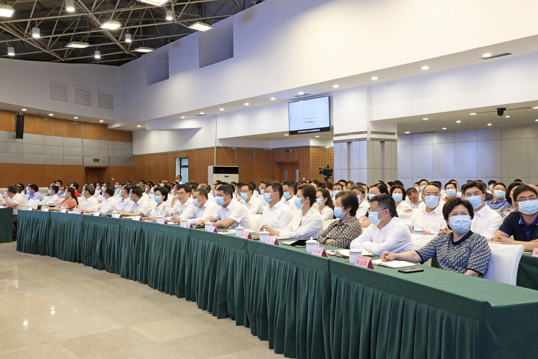 四川省服务业发展大会召开 包惠在成都主会场出席会议