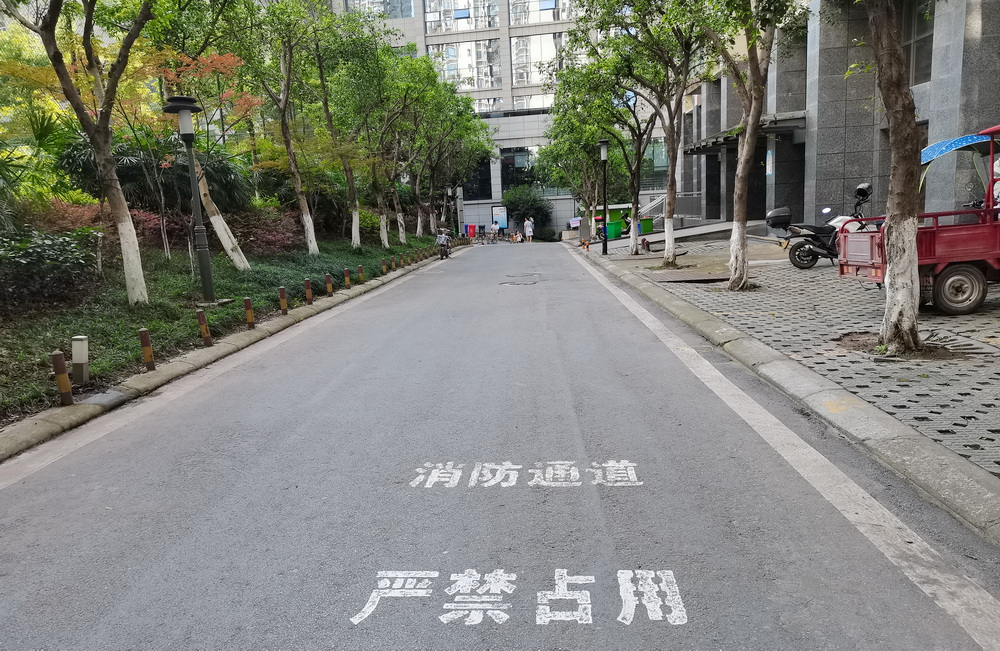 回访达城部分小区消防通道被占用问题!整改收效明显 消防通道畅通