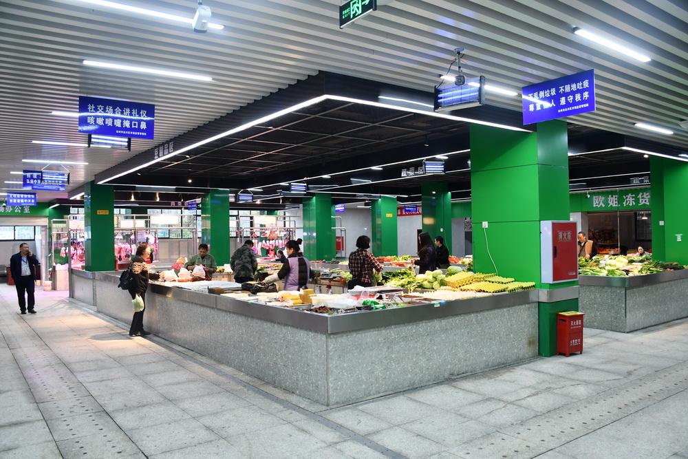 南坝农贸市场升级改造完成 市民感叹:买菜就像逛商场!