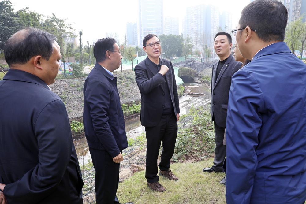 郭亨孝带队调研重点项目及绿化工作