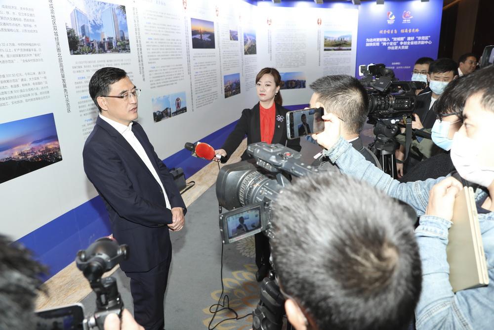 郭亨孝接受中央、省级媒体联合采访